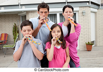 rodina, mládě, jejich, backyard, se, udělat si rád