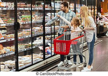 rodina, s, shopping vozík, do, supermarket