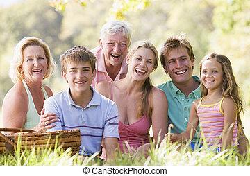 rodina, v, jeden, piknik, usmívaní