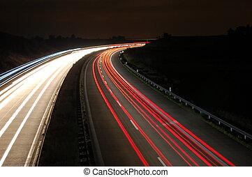 rodovia, à noite, com, tráfego