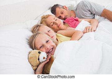 rodzice, ich, córi, spanie, łóżko