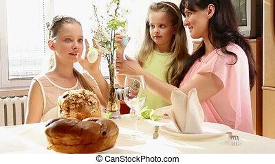 rodzina, egg., powiesić, dziecko, wielkanoc, szczęśliwy