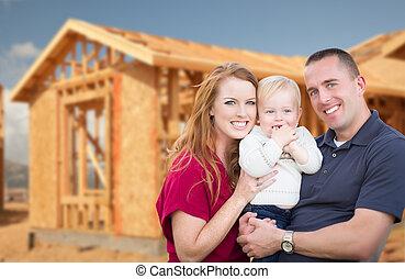 rodzina, młody, ich, zewnątrz, fryz, nowy dom, wojskowy