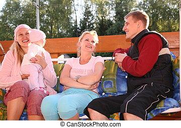 rodzina, na ławie
