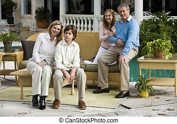 rodzina, odprężając, patio