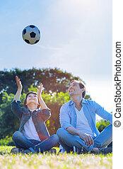 rodzina, piłka nożna, miłośnicy, interpretacja, outdoors, razem