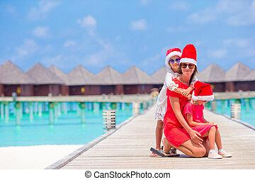 rodzina, plażowe zwolnienie, santa kapelusz, boże narodzenie