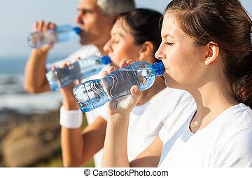 rodzina, po, woda, jogging, czynny, picie