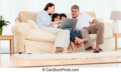 rodzina, przeglądnięcie, niejaki, laptop