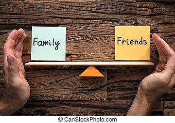 rodzina, przykrycie, między, huśtać się, siła robocza, waga, przyjaciele