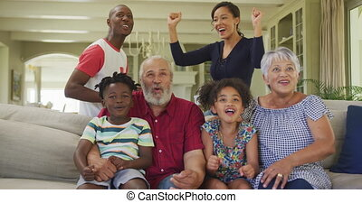 rodzina, trzy, znowu, dom, oglądając tv, doping, produkcja