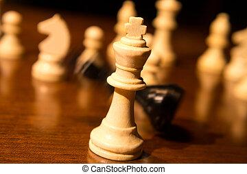 roi, tomber, échecs abordent