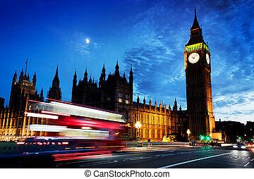 rojo, autobús, big ben, y, palacio de westminster, en, londres, el, uk., en, night., luna, brillar