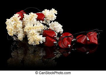 rojo, joyas, con, coral, en, fondo negro
