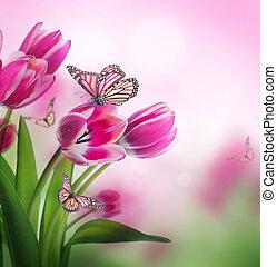 rojo, tulipanes, con, hierba verde, y, butterfly.
