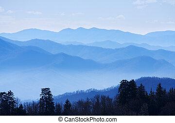 rokerige bergen