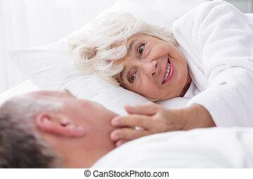 rokonság, között, öregedő emberek