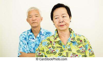 rokonság, párosít, fighting., probléma, ázsiai, idősebb ember, boldogtalan