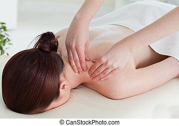 rolando, mulher, tendo, massagem, vermelho-haired