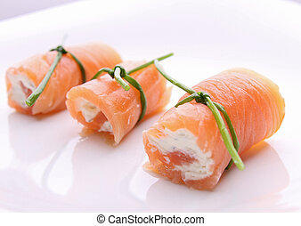 roll salmon with cheese