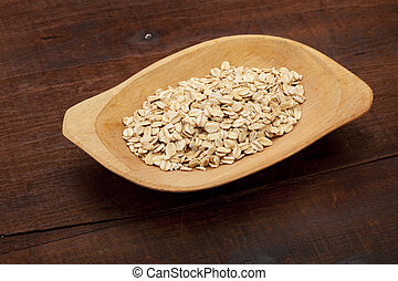 rolled oats in wooden bowl