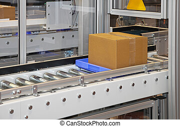 Roller conveyors - Carboard box at conveyor rollers in...