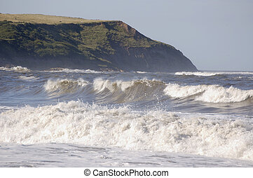 Rolling waves at Scarborough - Big rolling waves coming into...