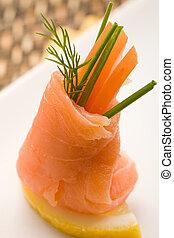 rollos, tomates, salmón, fumados