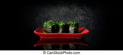 Rolls with chuka algae