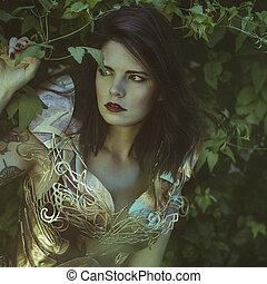 romántico, reina, en, plata, y, oro, armadura, hermoso, morena, mujer, con, largo, abrigo rojo, y, pelo marrón