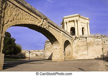 Roman aquaduct and Castelo d'agua