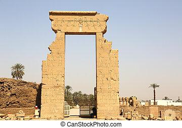 Roman North Gate Dendera Temple - the Roman north Gate of ...