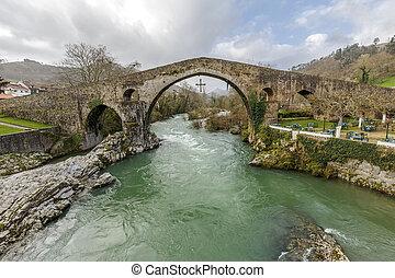 Roman stone bridge in Cangas de Onis - Old Roman stone...