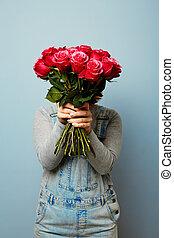romance, mars, printemps, elle, bouquet, femmes, fleurs, roses, tenant mains, 8., girl, fleurs, hands.