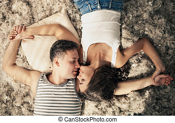 romantic., 多数, 恋人, love., 羽, 若い, floor., 幸せ