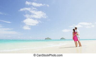 Romantic couple on pristine beach on Hawaii - Beach ...