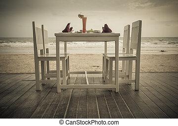 romantic dinner table setup