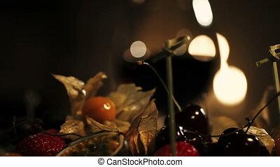 romantic., plaque, restaurant., femme, cerise, prendre, fruits, dîner.