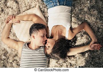 romantic., viele, paar, love., gefieder, junger, floor., glücklich