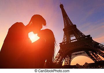romantico, amanti, con, eiffel torreggia