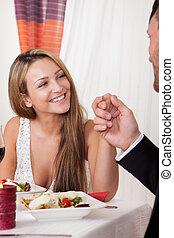 romantico, mano donna, cena, presa a terra, uomo