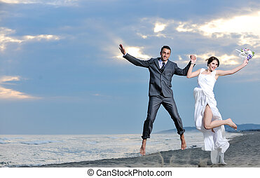 romanticos, casamento praia, em, pôr do sol