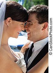 romanticos, feliz, par casando