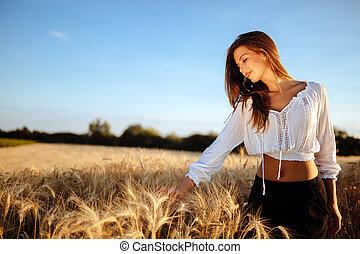 romanticos, mulher, em, campos, de, cevada