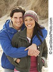 romanticos, par jovem, ligado, inverno, praia