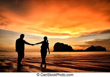 romantik kuplovat, západ slunce, sevření dílo, pláž