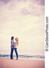 romantiker koppla, stranden
