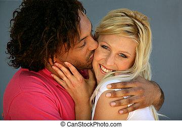 romantikus összekapcsol, csókolózás, tengerpart