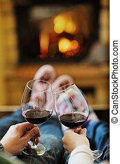 romantikus, ülés, pamlag, párosít, fiatal, évad, elülső, otthon, boldog, kandalló, tél