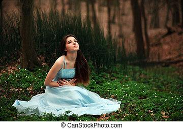 romantikus, fiatal lány, alatt, egy, hosszú, blue ruha, alatt, a, félhomály, tündér